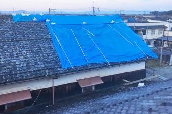 地震で被災した屋根