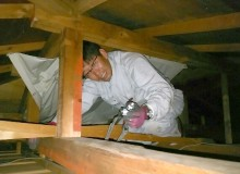 屋根裏の調査