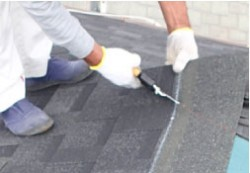 屋根葺き替え施工の様子