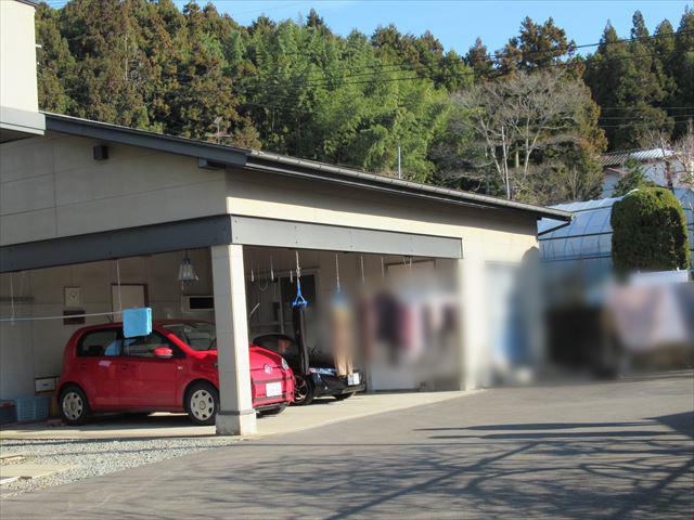 雪止を設置する車庫