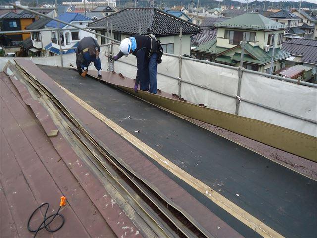 AT2段屋根材解体