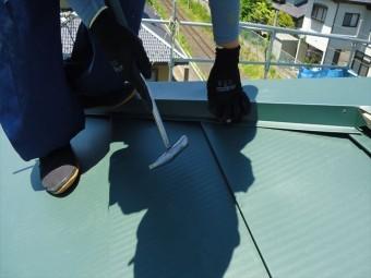 棟板金のカラー釘固定