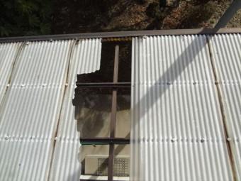 塩ビ波板屋根に穴
