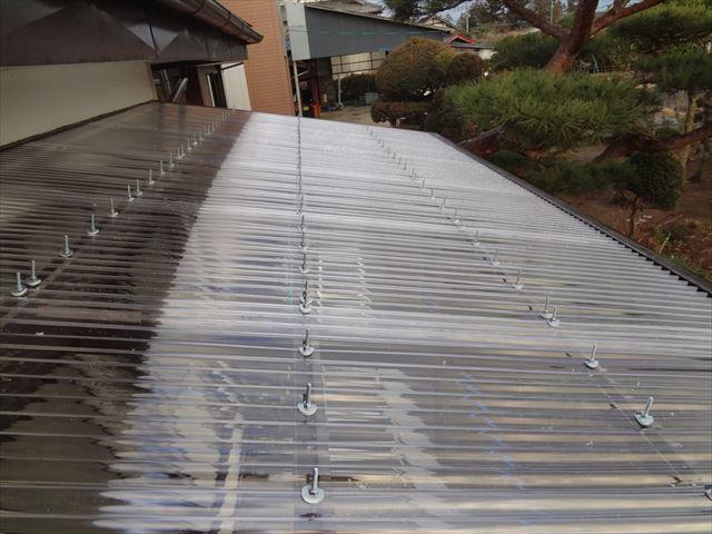 テラス屋根小波ポリカ張り完了