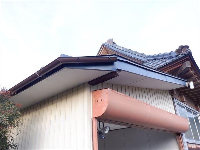 瓦棒・雨樋・破風板金工事完了