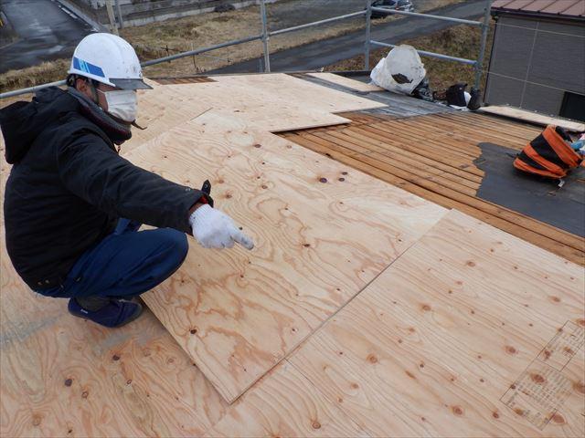 石巻市元倉│野地板の増し張りで屋根下地を補強(瓦棒葺き替え工事②)