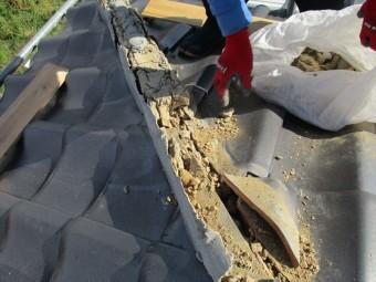 粘土の回収作業