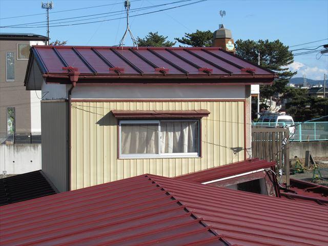 石巻市門脇町│瓦棒葺き屋根をカバー工法でSGL鋼板へリフォーム(後半)