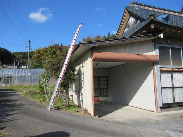 大衡村│配送トラックの接触で破損した軒先、雨樋の調査(保険会社からの依頼)