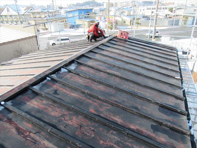 既存瓦棒葺きトタン屋根の解体