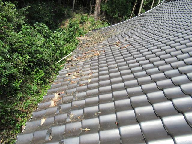 復旧工事前の破損した屋根