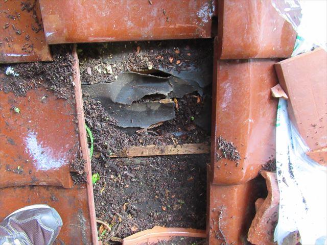 瓦の破損個所