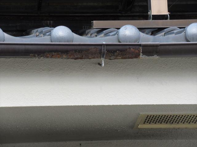 鉄製軒樋のサビ