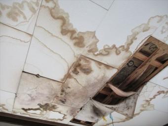 2階天井雨漏り