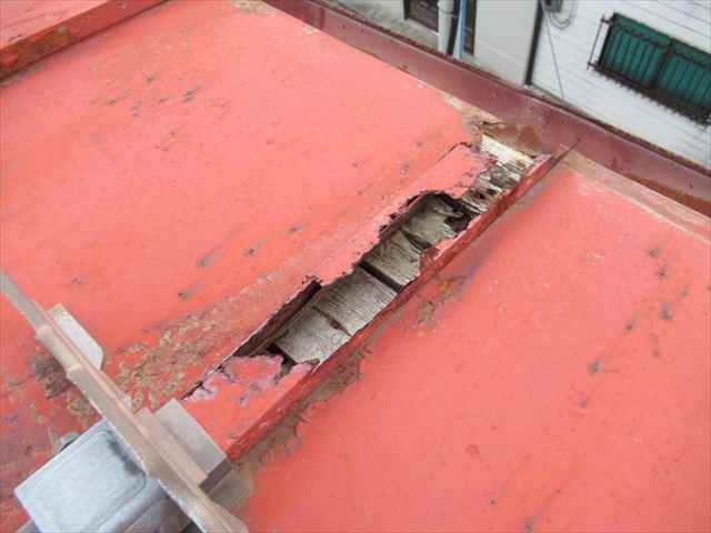 錆びすぎて屋根材がない