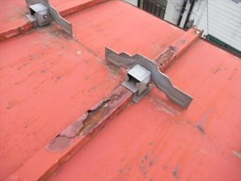 腐食がひどいトタン屋根