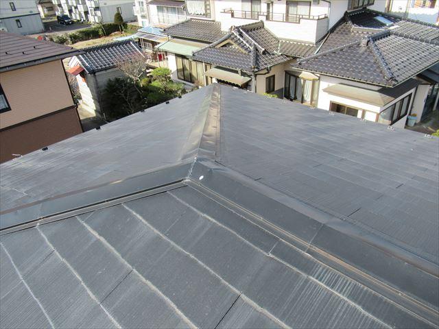 多賀城市│棟板金が今にも飛びそう!というお宅の屋根を調査