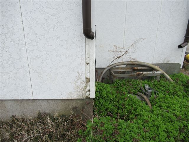 地上の排水まで到達できていない竪樋