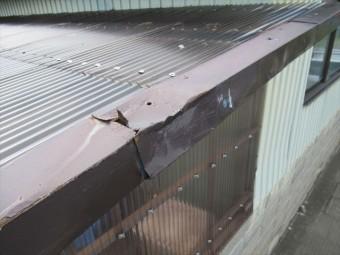 トラックで破損したケラバ包み