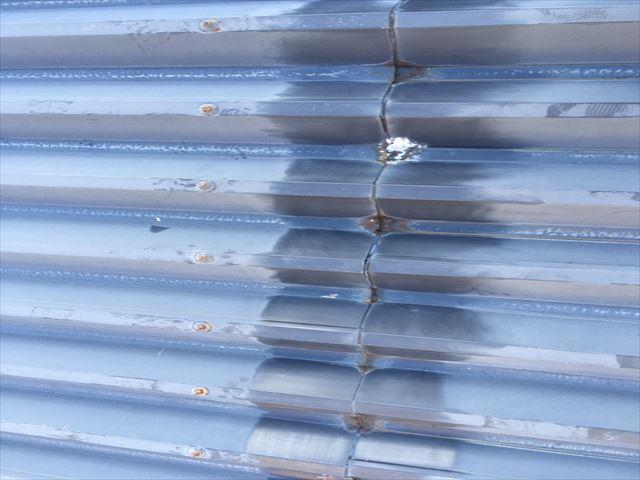 折板屋根の汚れ落とし
